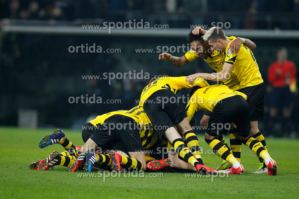 07.04.2015, Signal Iduna Park, Dortmund, GER, DFB Pokal, Borussia Dortmund vs TSG 1899 Hoffenheim, Viertelfinale, im Bild Dortmunder beim Torjubel nach dem Treffer zum 3:2 durch Kapitaen Sebastian Kehl (Borussia Dortmund #5 - verdeckt) mit Pierre-Emerick Aubameyang (Borussia Dortmund #17) und Kevin Kampl (Borussia Dortmund #23) // during German DFB Pokal quarter final match between Borussia Dortmund and TSG 1899 Hoffenheim at the Signal Iduna Park in Dortmund, Germany on 2015/04/07. EXPA Pictures &copy; 2015, PhotoCredit: EXPA/ Eibner-Pressefoto/ Schueler<br /> <br /> *****ATTENTION - OUT of GER*****