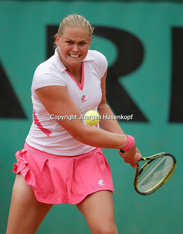 French Open 2009, Roland Garros, Paris, Frankreich,Sport, Tennis, ITF Grand Slam Tournament,<br /> Anna-Lena Groenefeld (GER) spielt eine Rueckhand,backhand,action,Ball,Ballblick,<br /> Konzentration  <br /> <br /> Foto: Juergen Hasenkopf