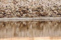 Il complesso produttivo delle saline è situato nel comune italiano di Margherita di Savoia (nome dato dagli abitanti in onore alla regina d'Italia che molto si adoperò nei confronti dei salinieri) nella provincia di Barletta-Andria-Trani in Puglia. Sono le più grandi d'Europa e le seconde nel mondo, in grado di produrre circa la metà del sale marino nazionale (500.000 di tonnellate annue).All'interno dei suoi bacini si sono insediate popolazioni di uccelli migratori e non, divenuti stanziali quali il fenicottero rosa, airone cenerino, garzetta, avocetta, cavaliere d'Italia, chiurlo, chiurlotello, fischione, volpoca..Particolare di una sponda con il suo riflesso nel bacino