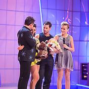 NLD/Hilversum/20130126 - 5e Liveshow Sterren Dansen op het IJs 2013, Laura Ponticorvo en Joel Geleynse met Gerard Joling en Tess Milne