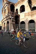 Roma 28 Maggio 2010.Critical Mass 2010.Coincidenza organizzata di ciclismo critico urbano..Rome May 28, 2010.Critical Mass 2010.Organized coincidence of critical urban cycling