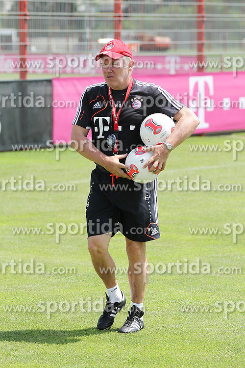 05.07.2012, Saebener Strasse, Muenchen, GER, 1. FBL, FC Bayern Muenchen, Training, im Bild Co-Trainer Hermann GERLAND // during a Trainingssession of the German Bundesliga Club FC Bayern Munich at the Saebener Strasse, Munich, Germany on 2012/07/05. EXPA Pictures © 2012, PhotoCredit: EXPA/ Eibner/ Stoeldt..***** ATTENTION - OUT OF GER *****
