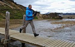 05-07-2014 NED: Iceland Diabetes Challenge dag 1, Landmannalaugar <br /> Vandaag ging de challenge van start. Met een bus gingen we van Vogar naar Landmannalaugar en zagen we de eerste tekenen van het prachtige landschap van IJsland / Andre TV Crew