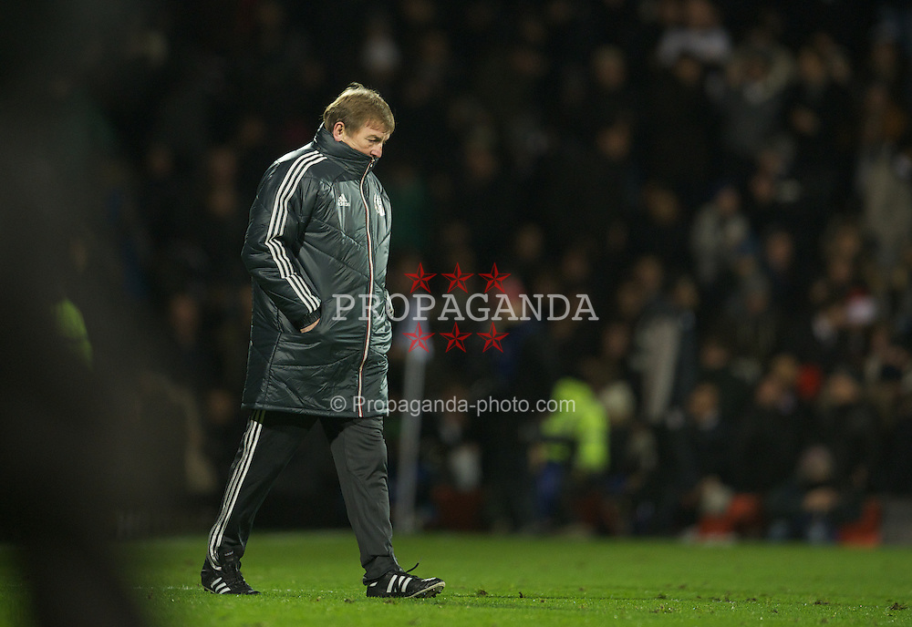 LONDON, ENGLAND - Monday, December 5, 2011: Liverpool's manager Kenny Dalglish walks back to the dressing room at half-time during the Premiership match against Fulham at Craven Cottage. (Pic by David Rawcliffe/Propaganda)