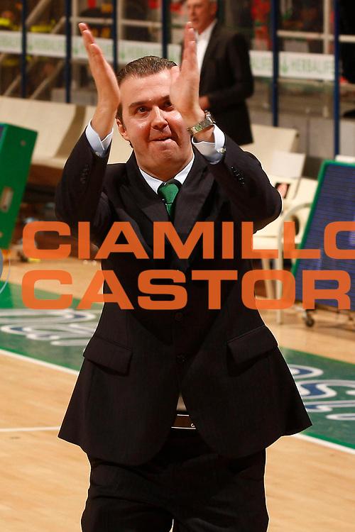 DESCRIZIONE : Siena Eurolega 2010-11 Top 16 Montepaschi Siena Partizan BT:S Belgrado<br /> GIOCATORE : Simone Pianigiani<br /> SQUADRA : Montepaschi Siena<br /> EVENTO : Eurolega 2010-2011<br /> GARA : Montepaschi Siena Partizan BT:S Belgrado<br /> DATA : 16/02/2011<br /> CATEGORIA : esultanza coach<br /> SPORT : Pallacanestro <br /> AUTORE : Agenzia Ciamillo-Castoria/P.Lazzeroni<br /> Galleria : Eurolega 2010-2011<br /> Fotonotizia : Siena Eurolega 2010-11 Top 16 Montepaschi Siena Partizan BT:S Belgrado<br /> Predefinita :