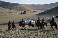 Mongolia. horse riding in winter near Shuranga rock, Uyanga area;  ovokangai     /   randonnée a cheval en hiver pres du rocher de Shuranga, region de Uyanga  ovokangai  Mongolie  /              landscape/  paysage