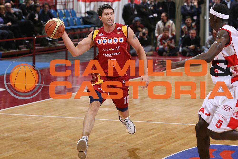 DESCRIZIONE : Milano Lega A1 2007-08 Armani Jeans Milano Lottomatica Virtus Roma <br /> GIOCATORE : Roberto Gabini <br /> SQUADRA : Lottomatica Virtus Roma <br /> EVENTO : Campionato Lega A1 2007-2008 <br /> GARA : Armani Jeans Milano Lottomatica Virtus Roma <br /> DATA : 18/11/2007 <br /> CATEGORIA : Passaggio <br /> SPORT : Pallacanestro <br /> AUTORE : Agenzia Ciamillo-Castoria/G.Ciamillo