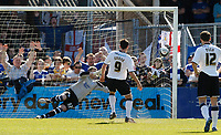 Photo: Steve Bond/Richard Lane Photography. Hereford United v Leicester City. Coca Cola League One. 11/04/2009. Steve Guinan guides his penalty beyond keeper  Dave Stockdale