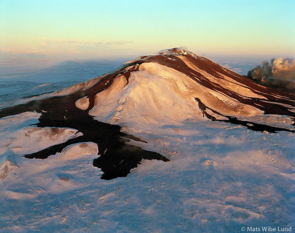 Hekla gosið 19.1.1991, séð til norðurs. Rángárvallahreppur  Loftmynd..Hekla erupting January 19th l991. Late evening aerial.