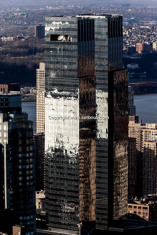 New York, Manhattan - United states, High angle view of midtown Manhattan and reflection on the time warner twin towers  / jeu de reflets, miroir sur le panorama de  Manhattan ; les tours jumelles de Time Warner building a Colombus circle .  Manhatan, New York - Etats unis