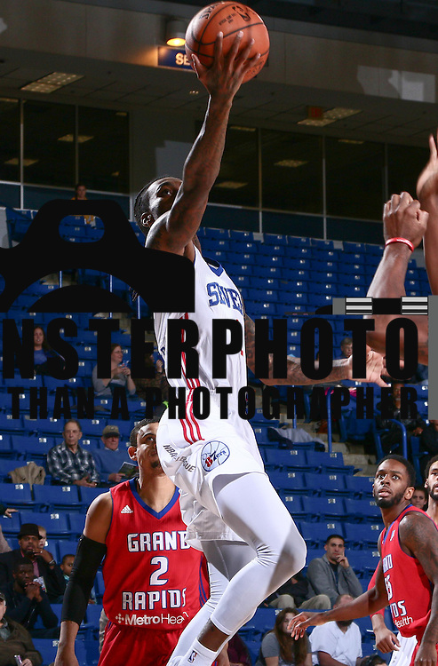 Delaware 87ers Guard CAT BARBER (1) drives towards basket in the first half of a NBA D-league regular season basketball game between the Delaware 87ers and the Grand Rapids Drive (Detroit Pistons) Tuesday. Nov. 29, 2016 at The Bob Carpenter Sports Convocation Center in Newark, DEL.