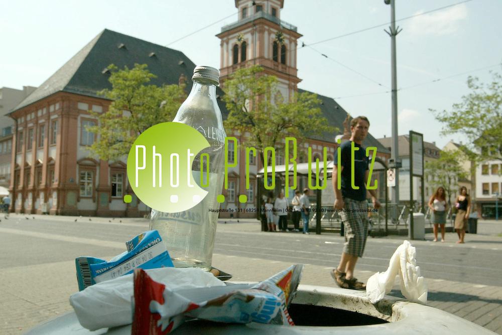 Mannheim. Marktplatz. M&uuml;lleimer<br /> <br /> Bild: Pro&szlig;witz