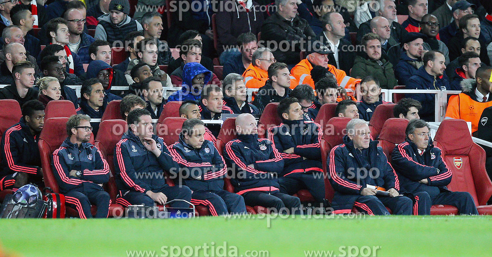 20.10.2015, Emirates Stadium, London, ENG, UEFA CL, FC Arsenal vs FC Bayern Muenchen, Gruppe F, im Bild Matthias Sammer (FC Bayern Muenchen) und der Betreuerstab des FC Bayern // during UEFA Champions League group F match between Arsenal FC and FC Bayern Munich at the Emirates Stadium in London, Great Britain on 2015/10/20. EXPA Pictures &copy; 2015, PhotoCredit: EXPA/ Eibner-Pressefoto/ Kolbert<br /> <br /> *****ATTENTION - OUT of GER*****