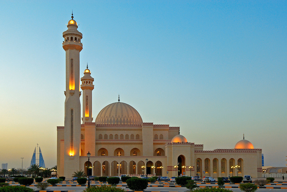 Bahrain,Big mosque Al Fateh at Manama city. In the background the towers of the financial district.