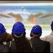 Visite guidate alla città in costruzione al Centro del Design con Aimaro Isola e Flavio Bruna...Cantiere Ex area industriale FIAT ubicata in Corso Settembrini angolo Corso Orbassano  in cui si sta costruendo il Centro del Design all'interno del capannone Ex DAI...II Centro ospiterà attività di formazione nel campo del design industriale coinvolgendo circa 2.000 studenti...Ospiterà inoltre spazi per laboratori di ricerca e attività al servizio delle imprese sempre nel campo del design per componenti e sistemi.