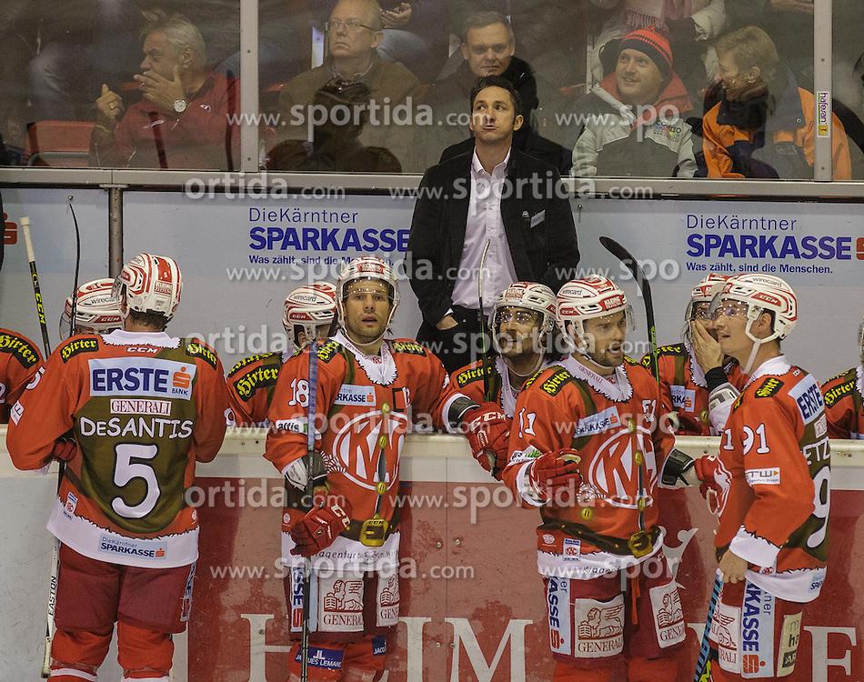 06.12.2015, Stadthalle, Klagenfurt, AUT, EBEL, EC KAC vs HDD TELEMACH Olimpija Ljubljana, 28. Runde, im Bild, Jason DeSantis , (EC KAC, #5), Thomas Koch (EC KAC, #18), Kevin Kapstad (EC KAC, #51), Oliver Setzinger (EC KAC, #91), Alexander Mellitzer (EC KAC, HeadCoach)// during the Erste Bank Eishockey League 28th round match match betweeen EC KAC and HDD TELEMACH Olimpija Ljubljana at the City Hall in Klagenfurt, Austria on 2015/12/06. EXPA Pictures © 2015, PhotoCredit: EXPA/ Gert Steinthaler