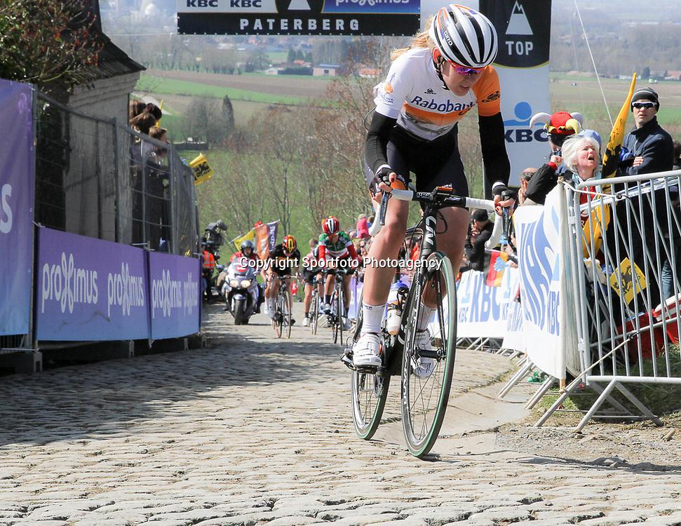 05-04-2015: Wielrennen: Ronde van Vlaanderen vrouwen: Belgie<br /> OUDENAARDE (BEL) cycling<br /> The 3th race in the UCI womens World Cup is the 12th edition of the Ronde van Vlaanderen. The race distance is 145 km with 12 Climbs and 5 zones of Cobbles.<br /> Anna van der Breggen werd derde in Vlaanderens Mooiste