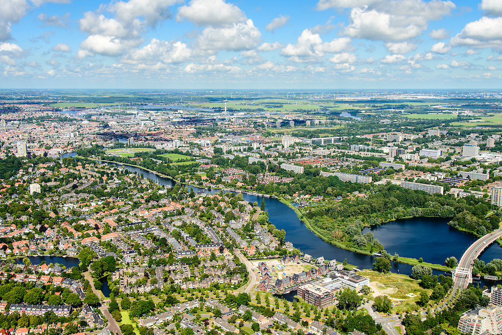 Nederland, Noord-Holland, Haarlem, 01-08-2016; Heemstde en Spaarne, bij de brug Spaarne Gasthuis Heemstede<br /> Overview Heemstede and Haarlem.<br /> luchtfoto (toeslag op standard tarieven);<br /> aerial photo (additional fee required);<br /> copyright foto/photo Siebe Swart