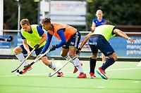 Amstelveen - Marlon Landbrug (Pinoke) met Texas Bukkens (Pinoke) tijdens de training van Pinoke Heren I, naar aanloop van de hoofklasse hockey competitie. COPYRIGHT KOEN SUYK