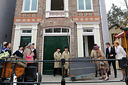 """Koningin Beatrix opent 'Amsterdamse Westerstraat' in Openluchtmuseum in Arnhem. Met deze aanwinst viert het museum het honderdjarig bestaan. ////  Queen Beatrix opens """"Amsterdam Westerstraat 'in Open Air Museum in Arnhem. With this acquisition, the museum celebrates its centenary.<br /> <br /> Op de foto / On the photo:  Koningin Beatrix, samen met directeur bedrijfsvoering Adelheid Ponsioen en algemeen directeur Pieter Matthijs Gijsberts, tijdens de opening van de """"Amsterdamse Westerstraat"""" in Openluchtmuseum ///  Queen Beatrix, Adelheid Ponsioen along with managing director and chief executive Pieter Matthijs Gijsberts during the opening of the """"Amsterdam Westerstraat"""" in Open Airmuseum"""