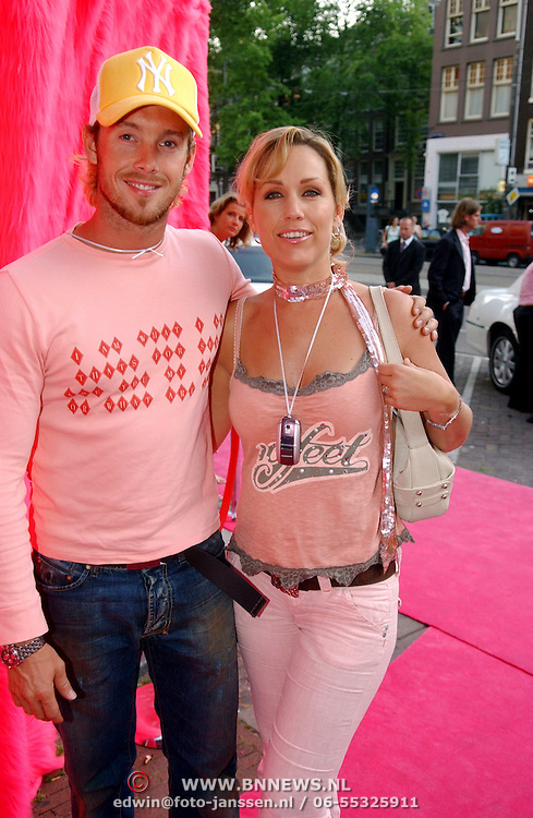 NLD/Amsterdam/20050628 - Presentatie Samsung Ladyphone, Charly Luske en partner Tanja Jess