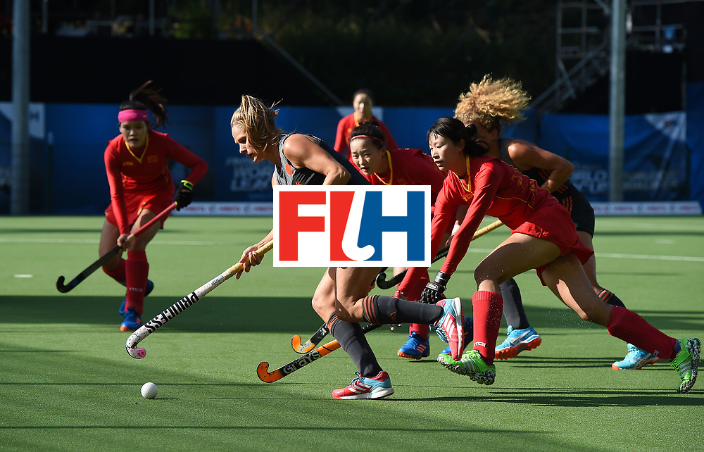 BRUSSELS, BELGIUM - JULY 2: Kitty van Male (l) of Netherlands runs through the Chinese defense during the final of the Fintro Hockey World League Semi-Final tournament between the Netherlands and China on July 2, 2017 in Brussels, Belgium. (Photo by Charles McQuillan/Getty Images for FIH)