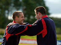 Fotball<br /> Foto: SBI/Digitalsport<br /> NORWAY ONLY<br /> <br /> England Training<br /> England v Ukraina<br /> 16/08/2004.<br /> <br /> England's Michael Owen spent most of the training session in the company of good friend and now former team mate, Jamie Carragher