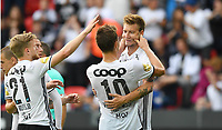 Fotball Menn Eliteserien Rosenborg - Kristiansund<br /> Lerkendal Stadion, Trondheim<br /> 5 august 2017<br /> <br /> Nicklas Bendtner har scoret 3-1 for Rosenborg, men smiler ikke over seg så Matthias Vilhjalmsson (10) tar i kinnene på Bendtner for å få ham til å smile, Fredrik Midtsjø til venstre<br /> <br /> <br /> Foto : Arve Johnsen, Digitalsport