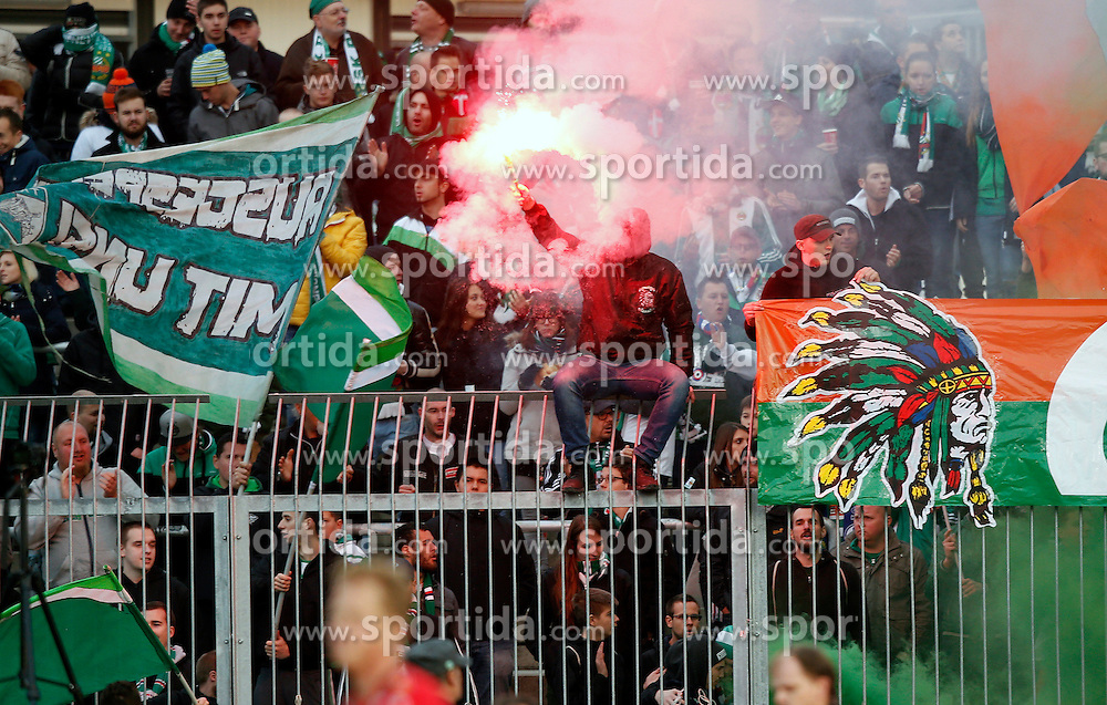 18.10.2015, Lavanttal Arena, Wolfsberg, AUT, 1. FBL, RZ Pellets WAC vs SK Rapid Wien, 12. Runde, im Bild v.l. Fans von Rapid WIen // during the Austrian Football Bundesliga 12th Round match between RZ Pellets WAC and SK Rapid Wien at the Lavanttal Arena in Wolfsberg Austria on 2015/10/18, EXPA Pictures © 2015, PhotoCredit: EXPA/ Wolfgang Jannach