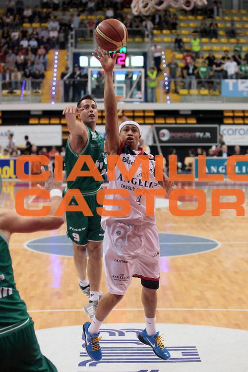 DESCRIZIONE : Biella Lega A 2010-11 Angelico Biella Benetton Treviso<br /> GIOCATORE : A J Slaughter<br /> SQUADRA : Angelico Biella<br /> EVENTO : Campionato Lega A 2010-2011<br /> GARA : Angelico Biella Benetton Treviso<br /> DATA : 03/04/2011<br /> CATEGORIA : Tiro<br /> SPORT : Pallacanestro<br /> AUTORE : Agenzia Ciamillo-Castoria/S.Ceretti<br /> Galleria : Lega Basket A 2010-2011<br /> Fotonotizia : Biella Lega A 2010-11 Angelico Biella Benetton Treviso<br /> Predefinita :