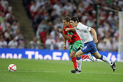 04.09.2010, Wembley Stadium, London, ENG, UEFA Euro 2012 Qualification, England v Bulgaria, im Bild Action involving Gareth Barry of England and Stiliyan Petrov (c) of Bulgaria. EXPA Pictures © 2010, PhotoCredit: EXPA/ IPS/ Marcello Pozzetti +++++ ATTENTION - OUT OF ENGLAND/UK +++++ / SPORTIDA PHOTO AGENCY