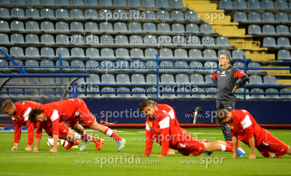 08.10.2015, Gradski Stadion, Podgorica, MNE, UEFA Euro Qualifikation, Montenegro vs Oesterreich, Gruppe G, Training, im Bild Trainer Marcel Koller beobachtet die Spieler // during Training before the UEFA EURO 2016 qualifier group G match between Montenegro and Austria at the Gradski Stadion in Podgorica, Montenegro on 2015/10/08. EXPA Pictures © 2015, PhotoCredit: EXPA/ Risto Bozovic