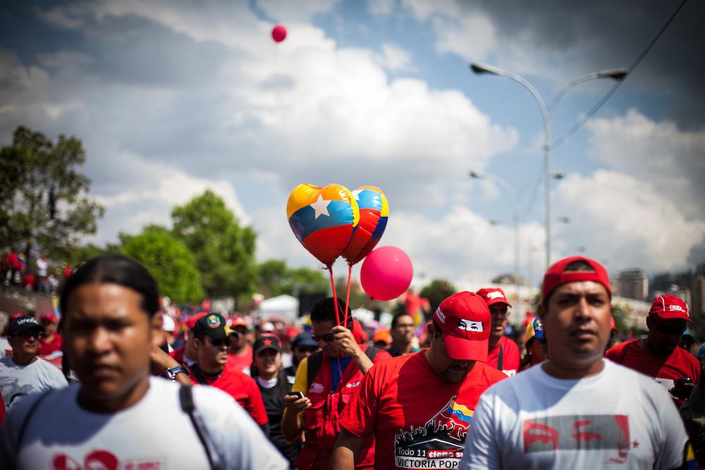 Simpatizantes del presidente fallecido, Hugo Chávez marchan durante el traslado fúnebre de Hugo Chávez hacia el 23 de Enero. Caracas, 15 Marzo, 2013 (Foto / Ivan Gonzalez)