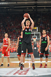21.06.2015, Brose Arena, Bamberg, GER, Beko Basketball BL, Brose Baskets Bamberg vs FC Bayern Muenchen, Playoffs, Finale, 5. Spiel, im Bild Jan-Hendrik Jagla (FC Bayern Muenchen) beim Freiwurf // during the Beko Basketball Bundes league Playoffs, final round, 5th match between Brose Baskets Bamberg and FC Bayern Muenchen at the Brose Arena in Bamberg, Germany on 2015/06/21. EXPA Pictures &copy; 2015, PhotoCredit: EXPA/ Eibner-Pressefoto/ Merz<br /> <br /> *****ATTENTION - OUT of GER*****