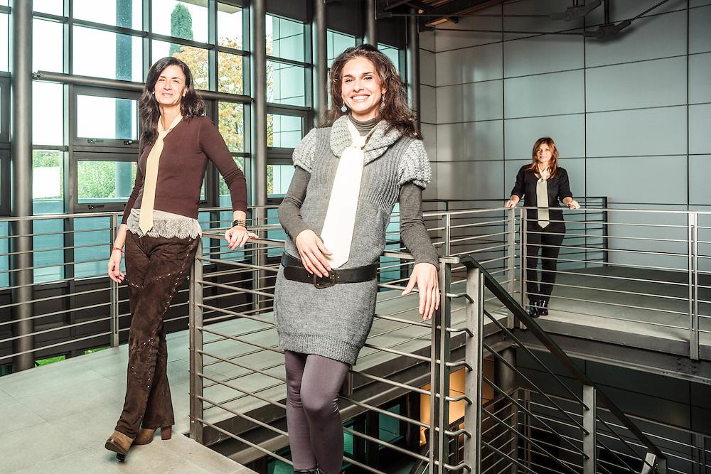 15 NOV 2013 - Calerno di Sant'Ilario d'Enza (RE) - Cooperativa Art Lining, interni per cravatte - La vicepresidente Stefania Ghidoni, Natalia Lei e Patrizia Morini