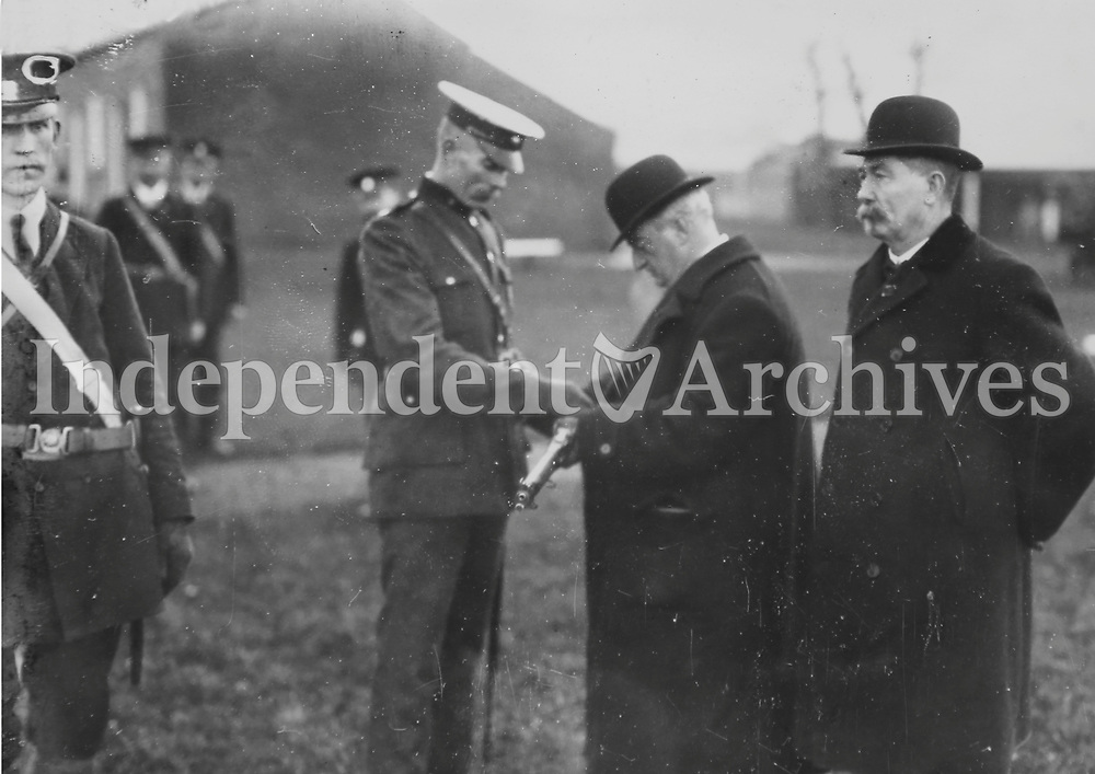 Irish Parliamentary Party leader John Redmond inspects members of the Irish National Volunteers, c. 1915. (Part of the Independent Newspapers Ireland/NLI Collection)
