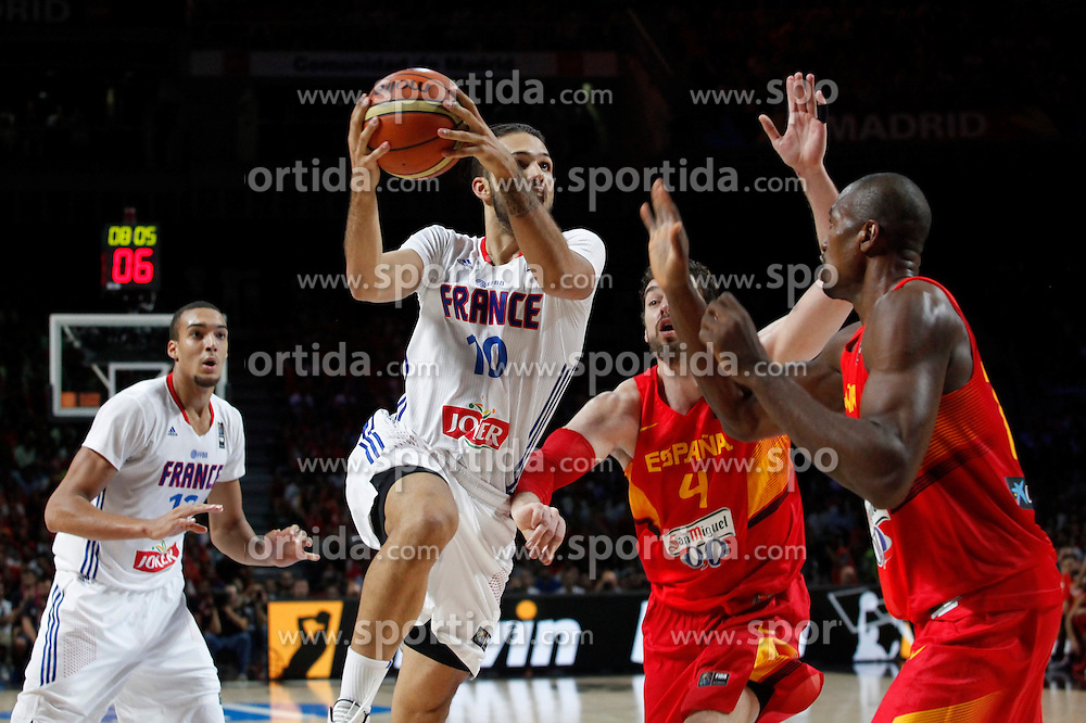 10.09.2014, Palacio de los deportes, Madrid, ESP, FIBA WM, Frankreich vs Spanien, Viertelfinale, im Bild Spain´s Pau Gasol and Ibaka and France´s Fournier and Gobert // during FIBA Basketball World Cup Spain 2014 Quarter-Final match between France and Spain at the Palacio de los deportes in Madrid, Spain on 2014/09/10. EXPA Pictures © 2014, PhotoCredit: EXPA/ Alterphotos/ Victor Blanco<br /> <br /> *****ATTENTION - OUT of ESP, SUI*****