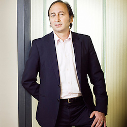 Daniel Sisso, fondateur de Sequoia (bagagerie), au showroom de la marque. Levallois-Perret, France. 14 avril 2010. Photo : Antoine Doyen