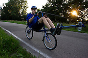 Victor Rinia op een roeifiets.<br /> <br /> Victor Rinia on a rowing bike