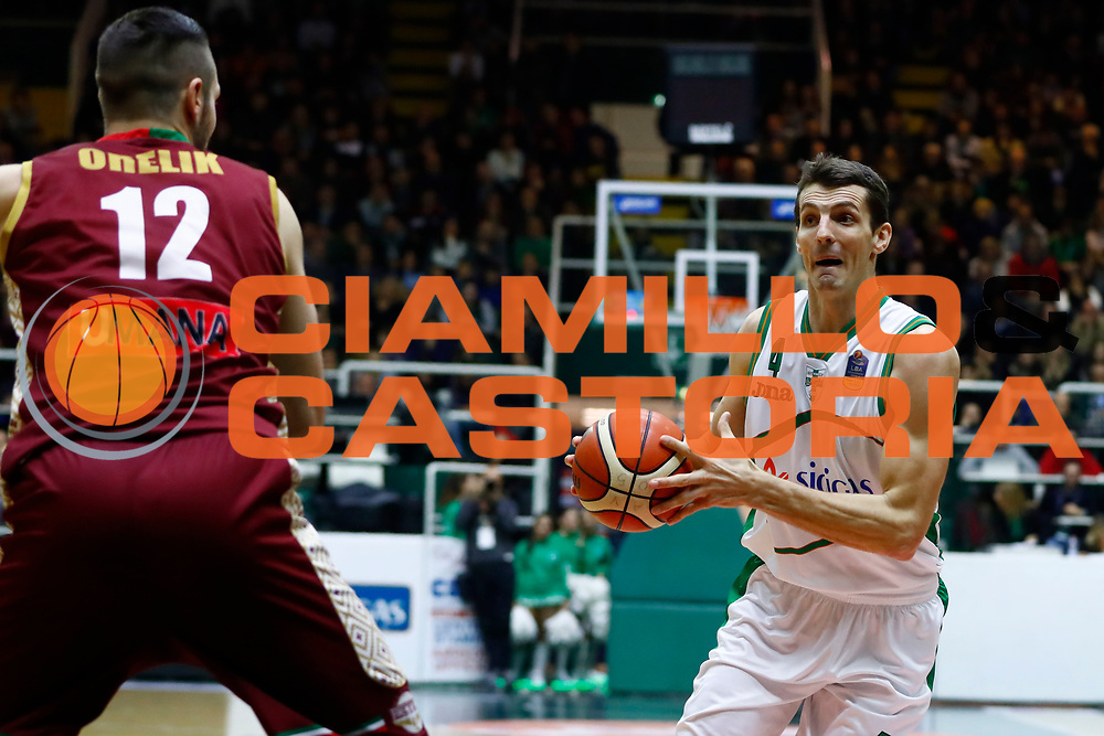 Benjamin Ortner<br /> Sidigas Scandone Avellino - Umana Reyer Venezia<br /> Lega Basket Serie A 2017/2018<br /> Avellino, 02/12/2017<br /> Foto Alfredo De Lise / Ciamillo - Castoria