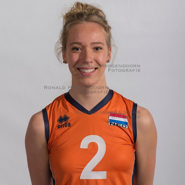 07-06-2016 NED: Jeugd Oranje meisjes &lt;2000, Arnhem<br /> Photoshoot met de meisjes uit jeugd Oranje die na 1 januari 2000 geboren zijn / Tess de Vries