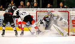 06.01.2019, Messestadion, Dornbirn, AUT, EBEL, Dornbirn Bulldogs vs HC TWK Innsbruck Die Haie, 36. Runde, im Bild v. l. Brendan O Donnell (Dornbirn Bulldogs), Tyler Spurgeon (HC TWK Innsbruck Die Haie) und Juha Rasmus Rinne (Dornbirn Bulldogs) // during the Erste Bank Eishockey League 36th round match between Dornbirn Bulldogs and HC TWK Innsbruck Die Haie at the Messestadion in Dornbirn, Austria on 2019/01/06. EXPA Pictures © 2019, PhotoCredit: EXPA/ Peter Rinderer
