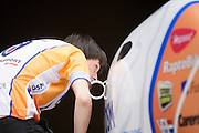 David Wielemaker controleert een naad op de VeloX2. Op de TU Delft wordt de VeloX2 getest in de windtunnel. Met de VeloX2 wil het Human Powered Team Delft en Amsterdam, bestaande uit studenten van de TU Delft en de VU Amsterdam, het werelduurrecord en het sprint record gaan breken.<br />