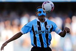 Gilberto Silva domina bola em lance da partida entre as equipes do Grêmio e Ypiranga, válida pela quartas-de-final da Taça Farroupilha, no Estádio Olimpico, em Porto Alegre. FOTO: Jefferson Bernardes/Preview.com