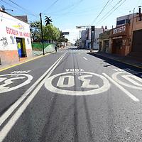 Toluca, México.- En la avenida Lerdo ya se puede observar señalamientos pintados sobre la calle en donde se advierte que se dará prioridad para circular a las bicicletas y la velocidad máxima de circulación para los vehículos es de 30 km por hora, y quien no atienda estas indicaciones pagara una multa de hasta 20 días de salario mínimo  como parte de la llamada Ecozona de Toluca.  Agencia MVT / Crisanta Espinosa