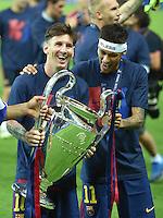 FUSSBALL  CHAMPIONS LEAGUE  FINALE  SAISON 2014/2015  06.06.2015 Juventus Turin - FC Barcelona JUBEL CHL Sieger 2015  FC Barcelona: Lionel Messi (li) und Neymar mit Pokal