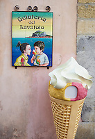 Italie, Sicile, district de Palerme, Cefalu, marchand de glace // Italy, Sicily, Palermo district, Cefalu, ice cream shop