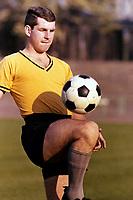 BILDENE INNGÅR IKKE I FASTAVTALENE PÅ NETT<br /> <br /> Fotball<br /> Tyskland<br /> Borussia Dortmund Feature<br /> Foto: imago/Digitalsport<br /> NORWAY ONLY<br /> <br /> 15.07.1965<br /> Lothar Emmerich (BVB)