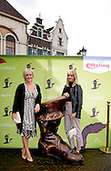 KAATSHEUVEL - premiere van musical de De gelaarsde Kat  in de Efteling Lone van Roosendaal met dochter ROBIN UTRECHT
