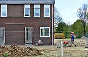 Nederland, Arnhem, 25-4-2017In de wijk Malburgen in Arnhem Zuid worden veel huurhuizen vervangen door nieuwbouw. De oude sociale woningen stammen uit de vijftiger en zestiger jaren en zijn aan vervanging toe.Foto: Flip Franssen